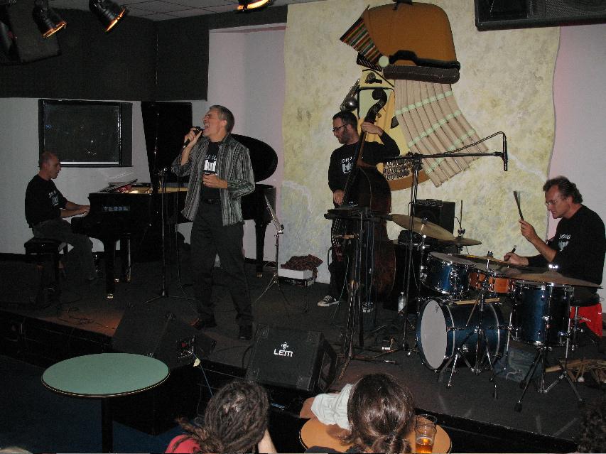 Roberto Demo live